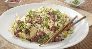 Arroz frito con salchicha china