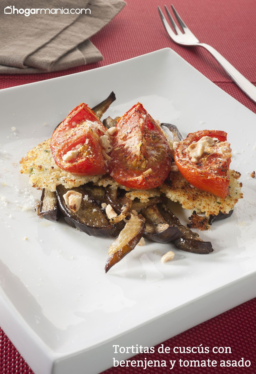 Tortitas de cuscús con berenjena y tomate asado