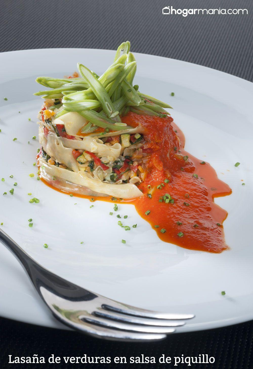 Lasaña de verduras en salsa de piquillo