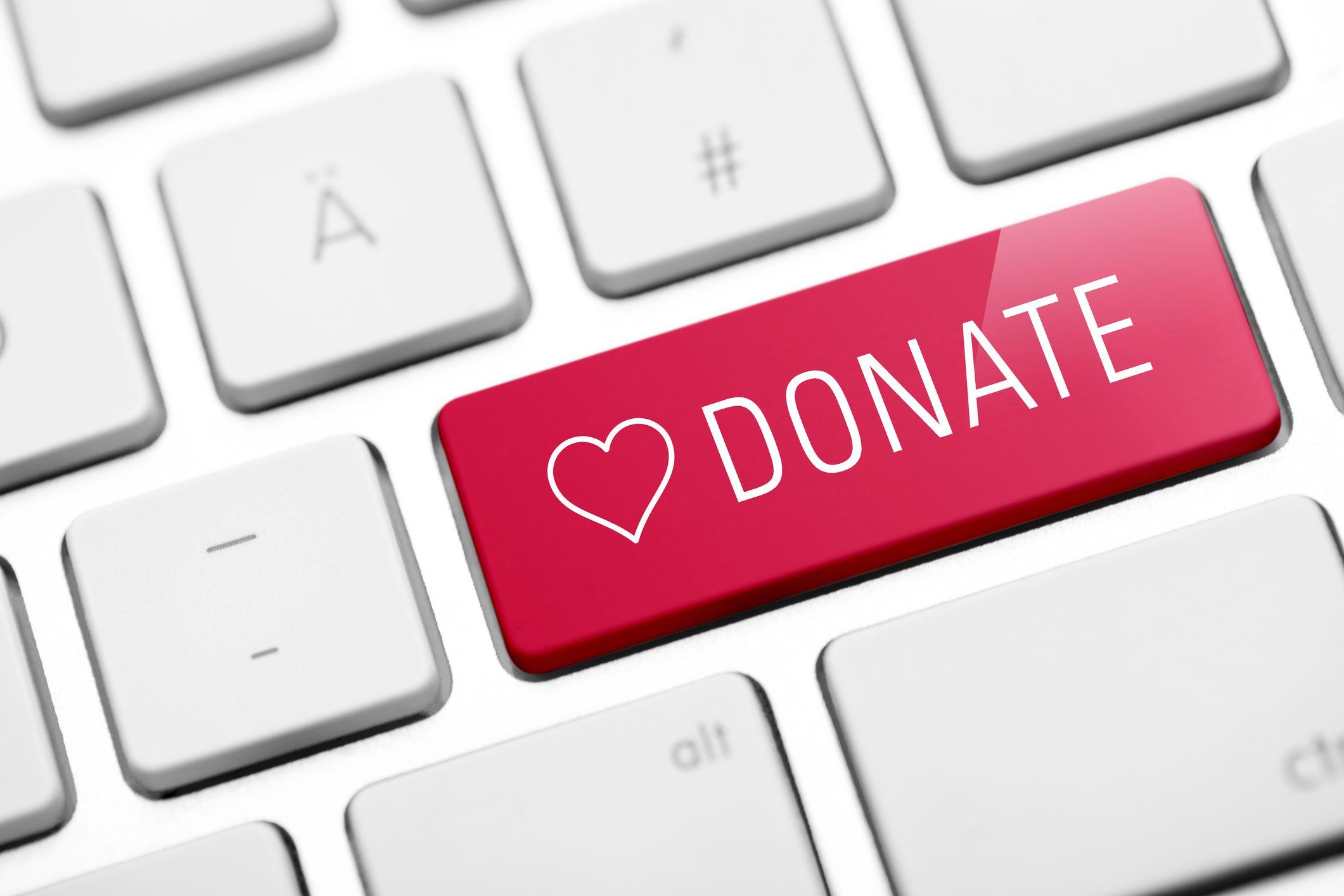 donar dinero a una causa