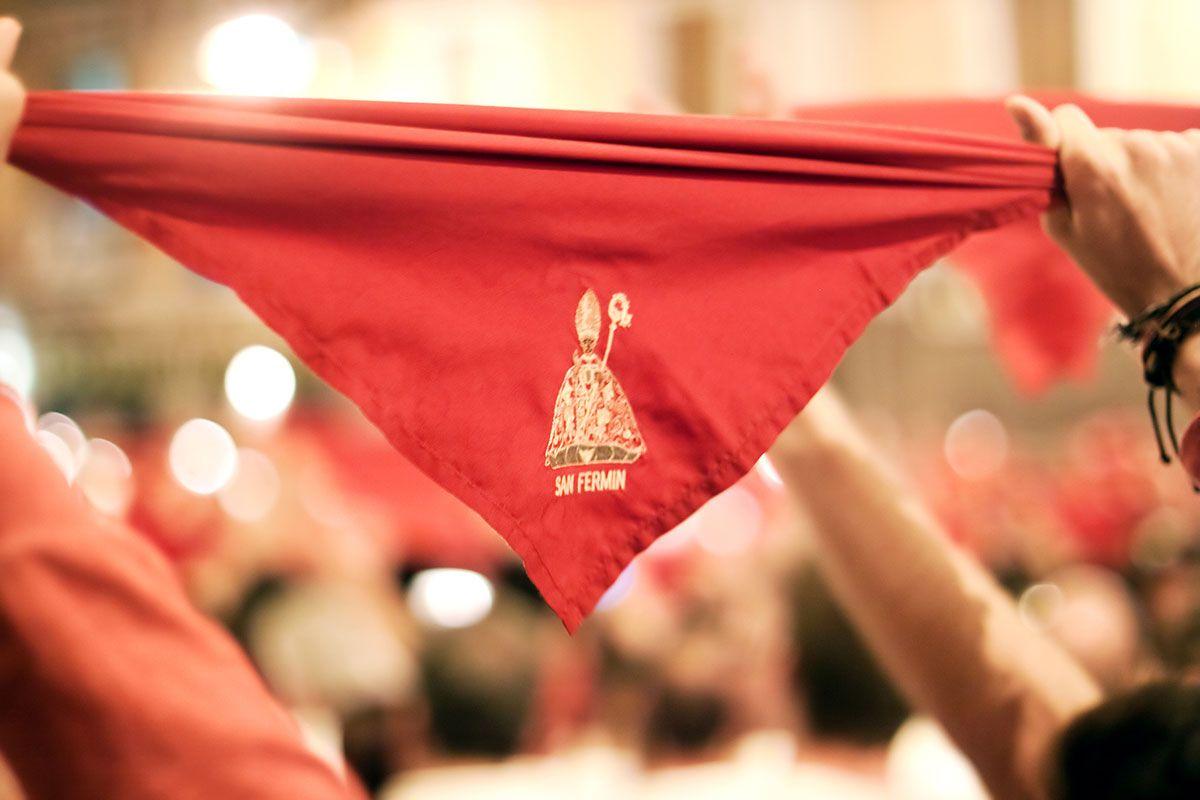 banda pañuelos rojos