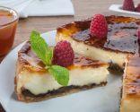 Tarta de ciruelas con mermelada de albaricoque