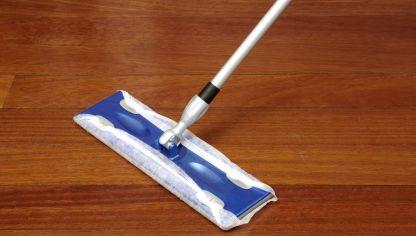 Limpiar suelos de madera o gres hogarmania - Como limpiar el suelo de madera ...