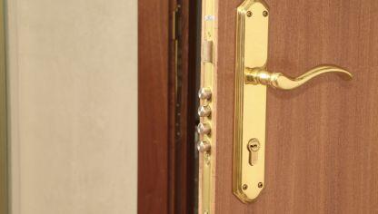 Cerradura de seguridad bricoman a for Cerradura para puerta de bano
