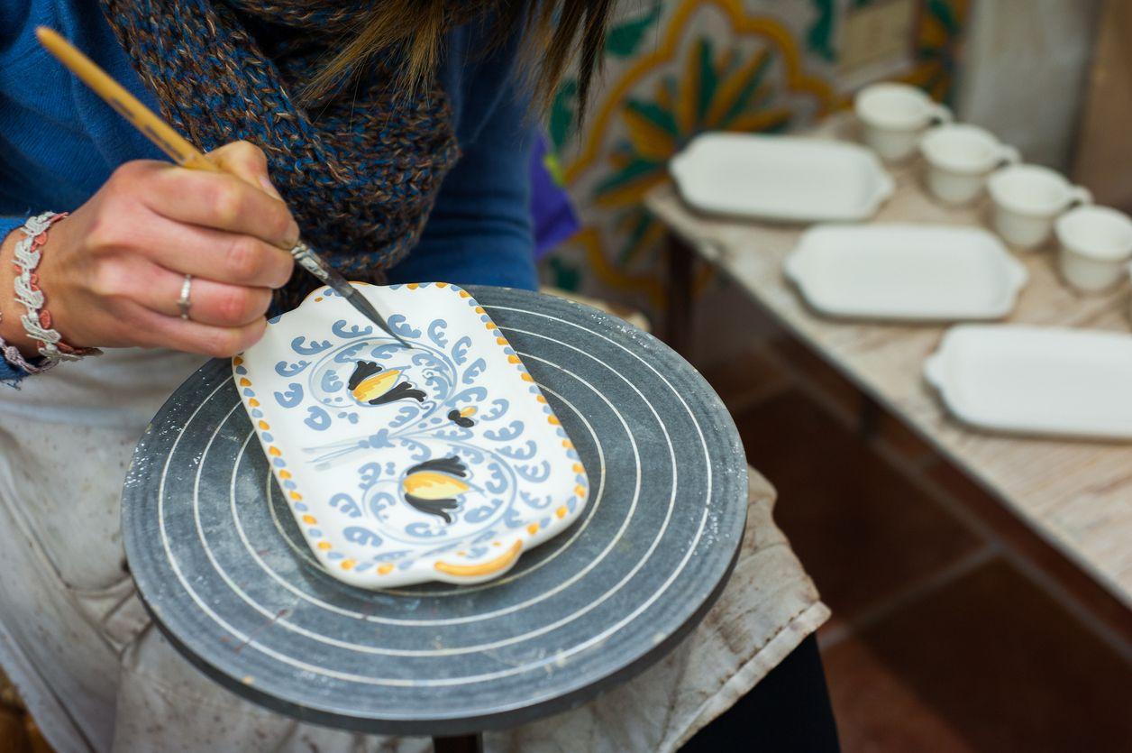 La cer mica pintada a mano hogarmania - Como pintar azulejos a mano ...