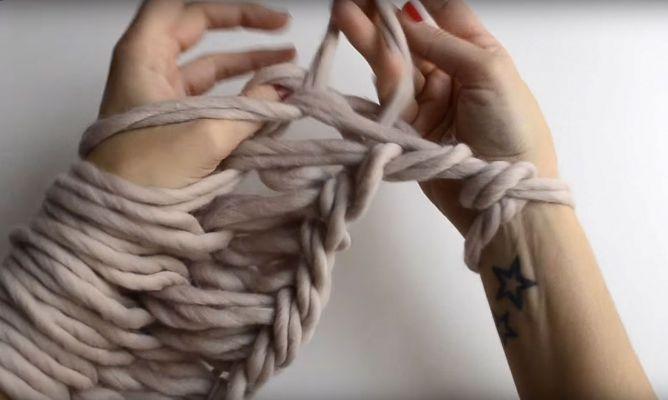 Cómo tejer con las manos o hacer arm knitting