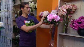 Composición con flores artificiales - Peonias