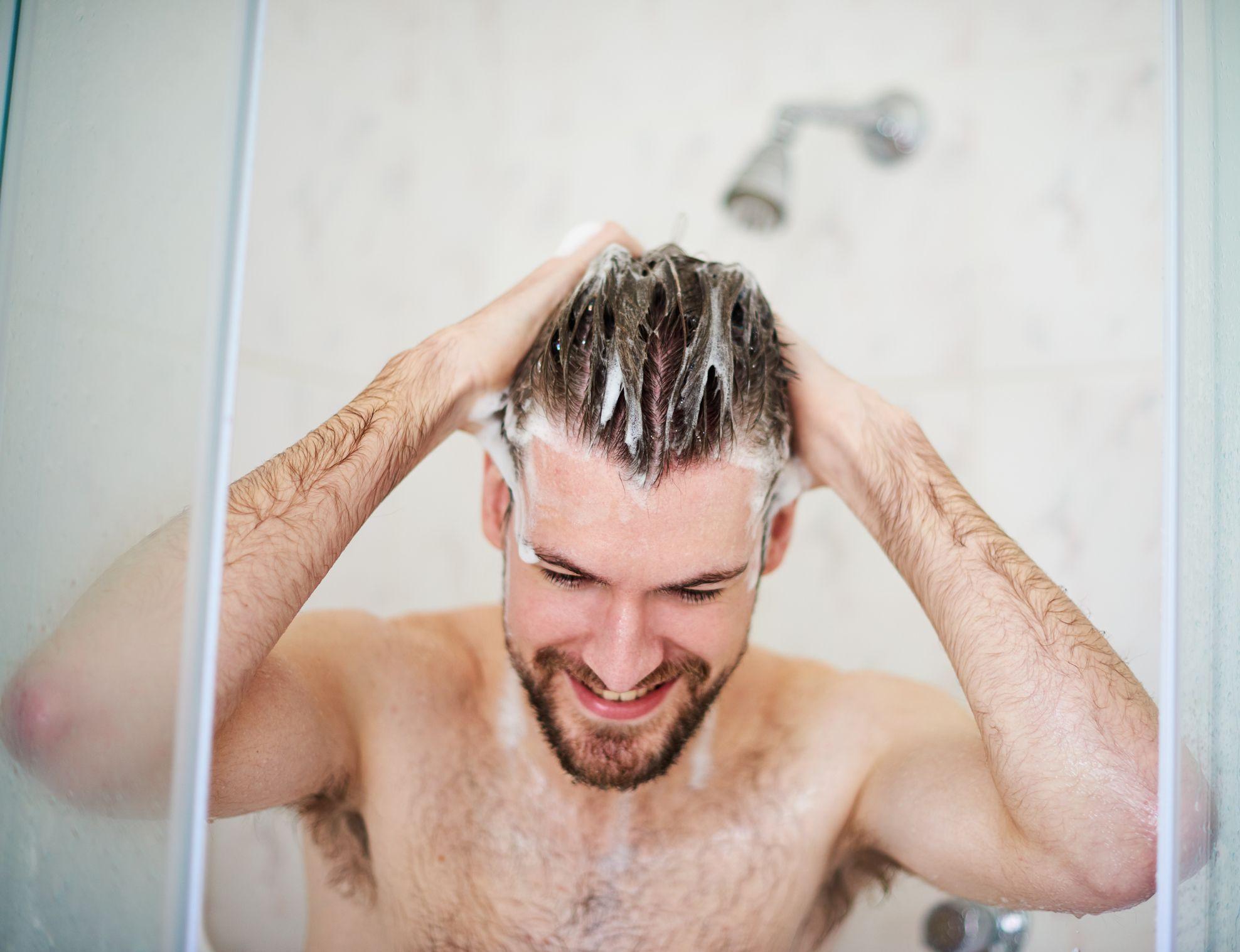 Hombre ducha