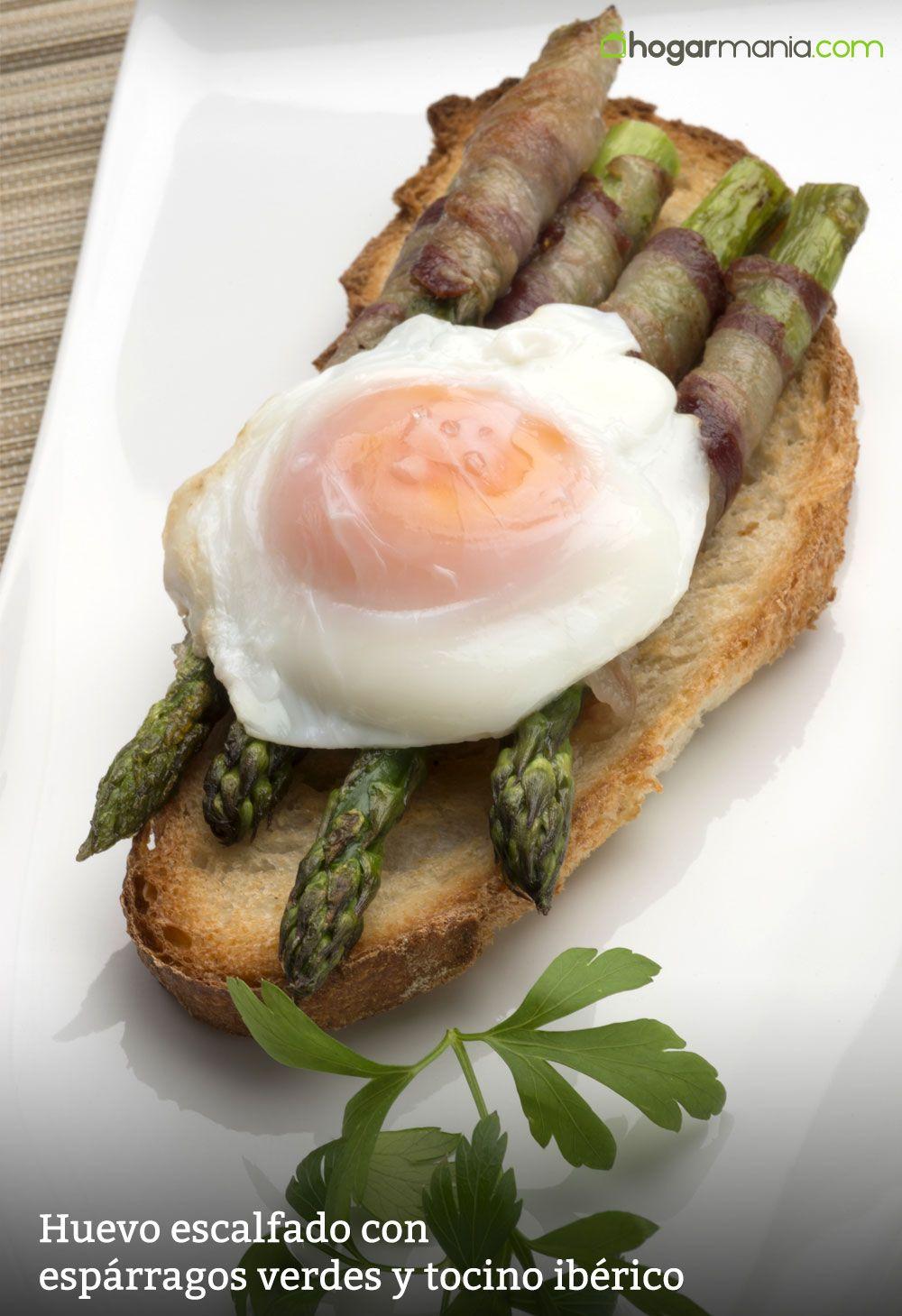 Huevo escalfado con espárragos verdes y tocino ibérico
