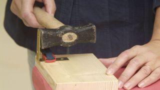 arreglo de sillas de madera con escuadra paso 2