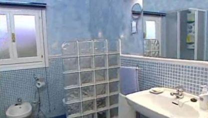 C mo colocar e instalar una ba era bricoman a for Renovar azulejo bano concreto cera