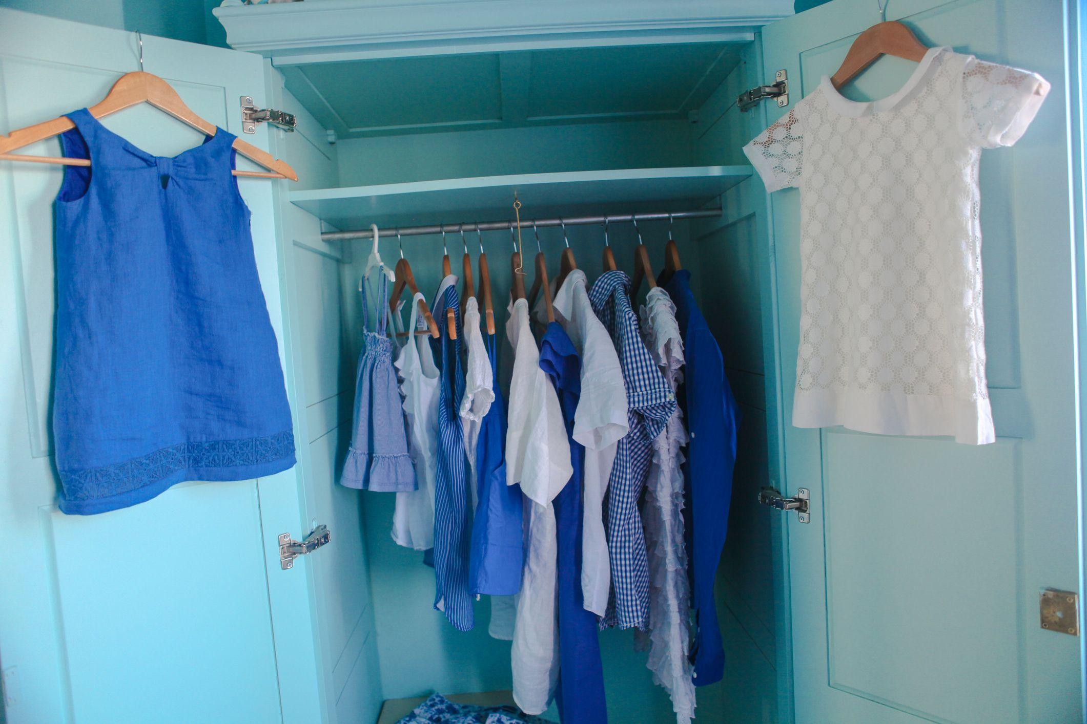 Colgar en perchas la ropa