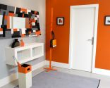 Decorar hall en naranja, gris y blanco