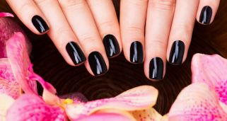 Manicura de u�as en color negro