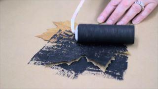 Pintar y decorar hojas secas - Paso 2