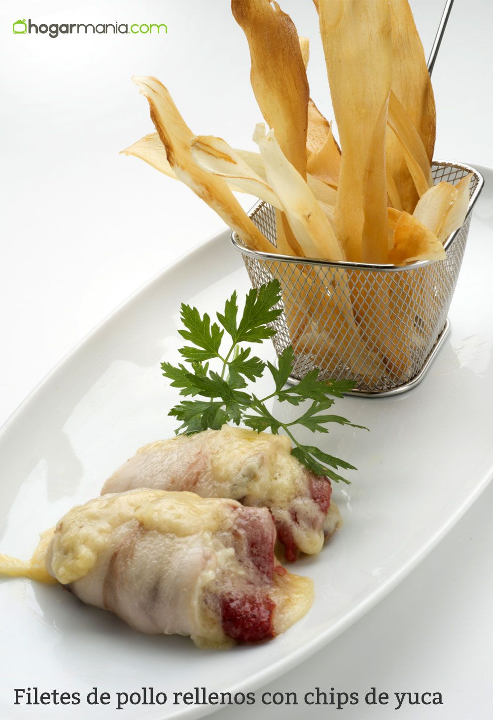 Filetes de pollo rellenos con chips de yuca