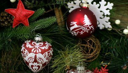 Hacer un rbol de navidad de fieltro hogarmania for Adornos para arbol de navidad caseros