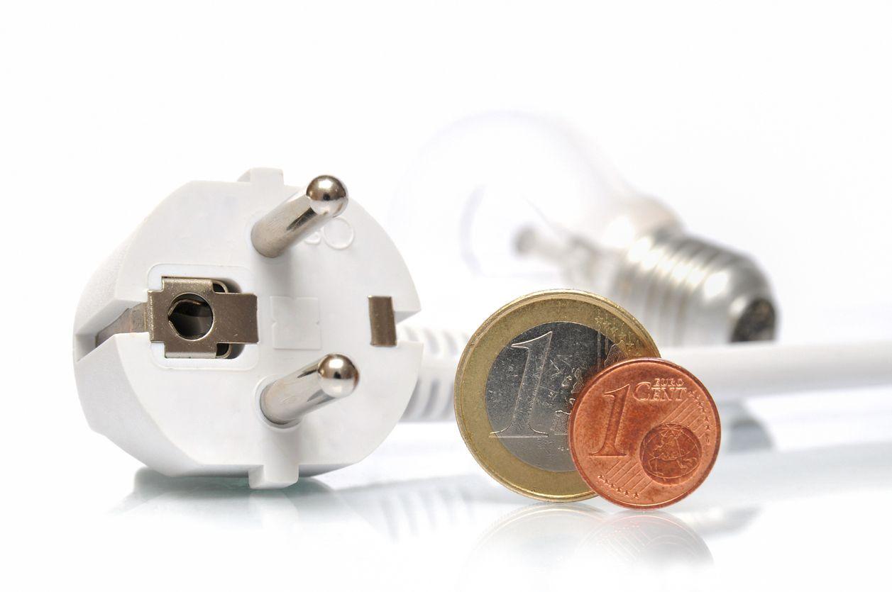 Cómo ahorrar en la tarifa de la luz pese al frío
