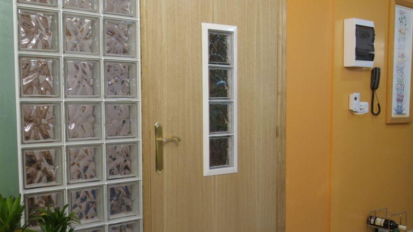 Hacer una puerta traslúcida con bloques de vidrio - Bricomanía