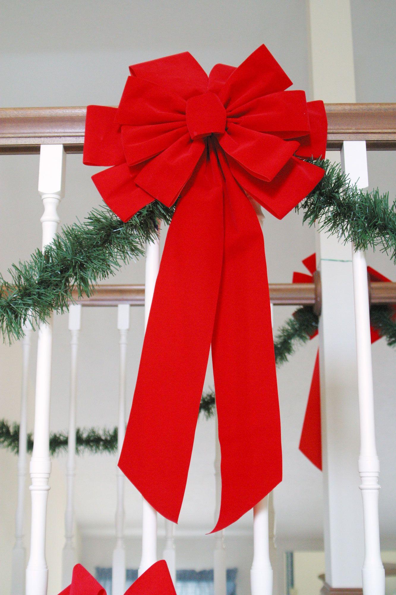 Cómo decorar la escalera interior en Navidad