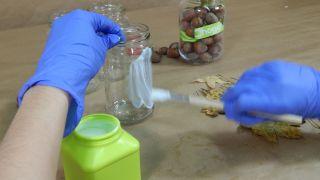 Cómo decorar tarros de cristal con hojas secas - Paso 1