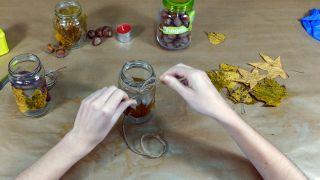 Cómo decorar tarros de cristal con hojas secas - Paso 4