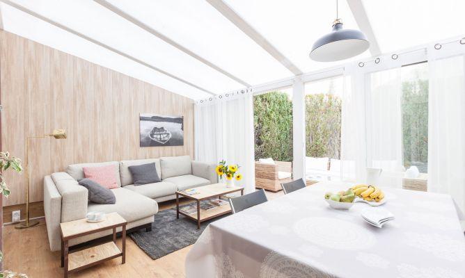 Decorar una sala en terraza acristalada decogarden for Decorar terraza acristalada