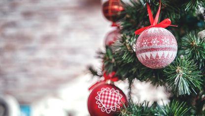 Como Decorar Bolas De Navidad De Poliespan.Bolas Y Cintas De Estano Para Decorar El Arbol De Navidad