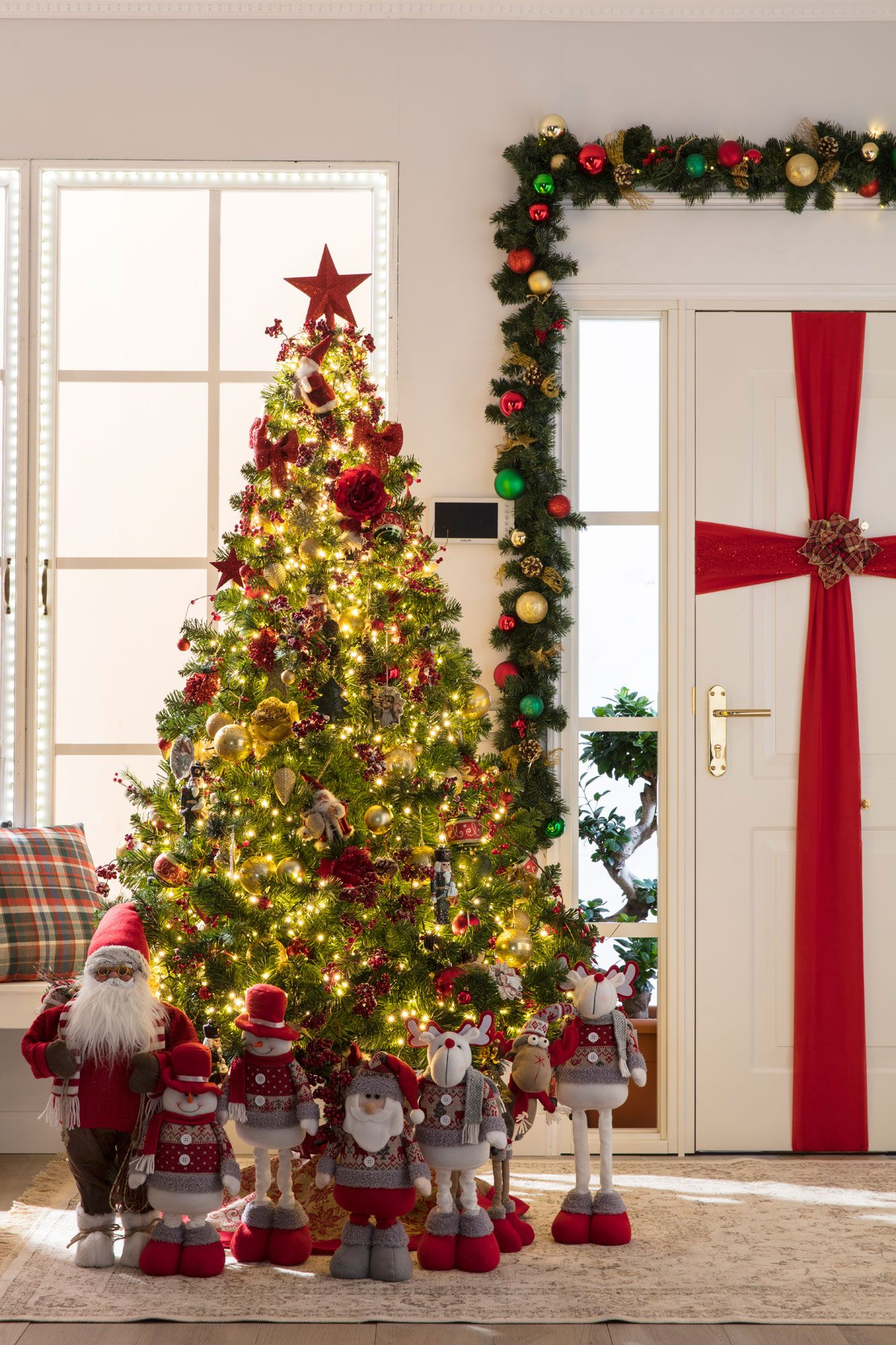 Decoración Navideña Tradicional En Rojo Blanco Y Verde Hogarmania