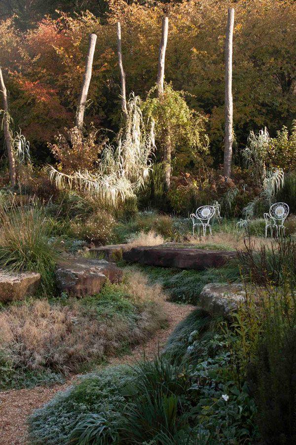 Un rincón del jardín para descansar y disfrutar.