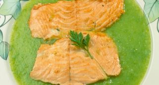 Escalopes de salm�n con crema de jud�as verdes