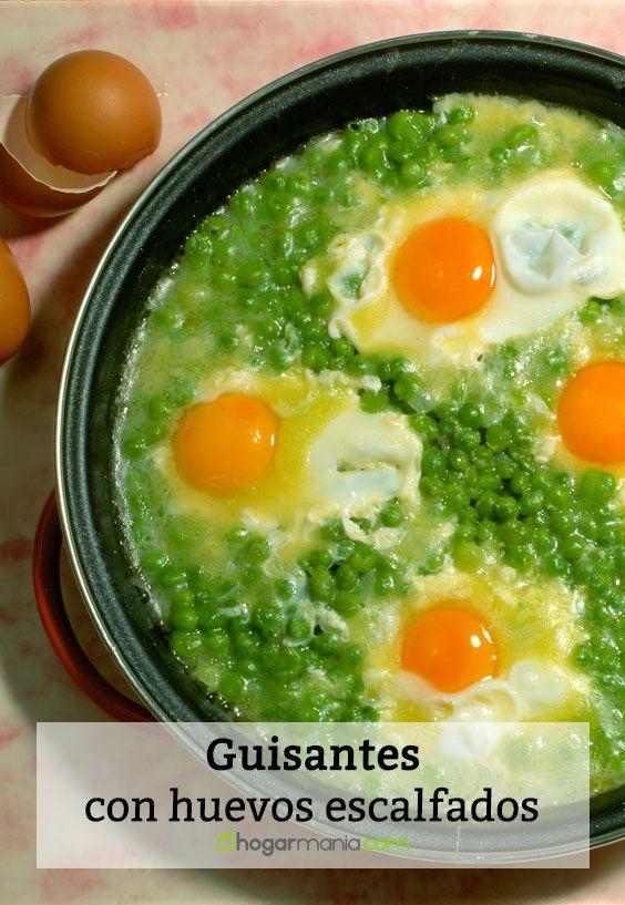 Guisantes cocidos con huevos escalfados