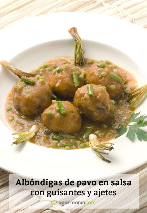 Receta de Albóndigas de pavo en salsa con guisantes y ajetes