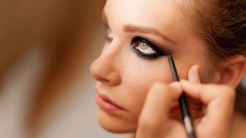 Maquillaje de ojos ahumado en negro y marrn Hogarmania