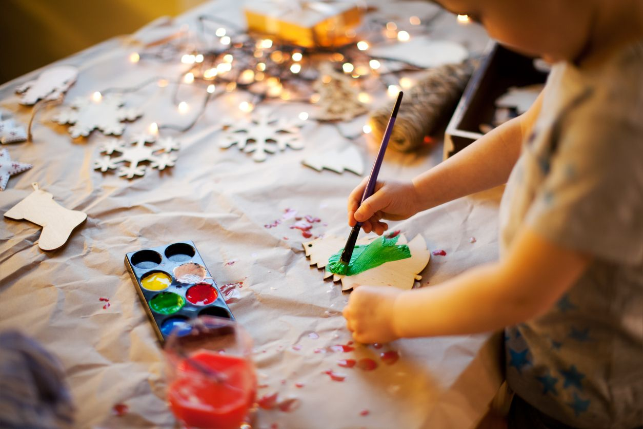Cómo enseñar algunas tareas del hogar a los niños en las tardes de invierno