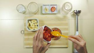 Batido de fresa y plátano - paso 1
