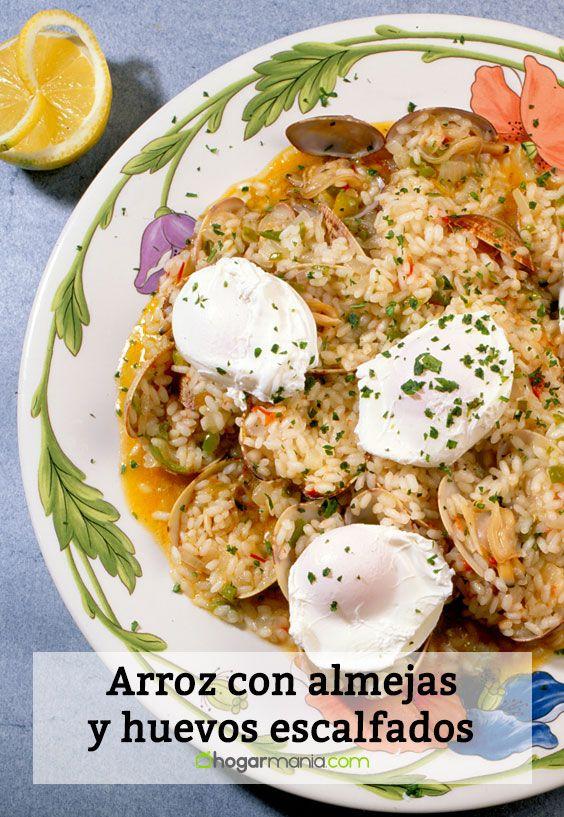Arroz con almejas y huevos escalfados