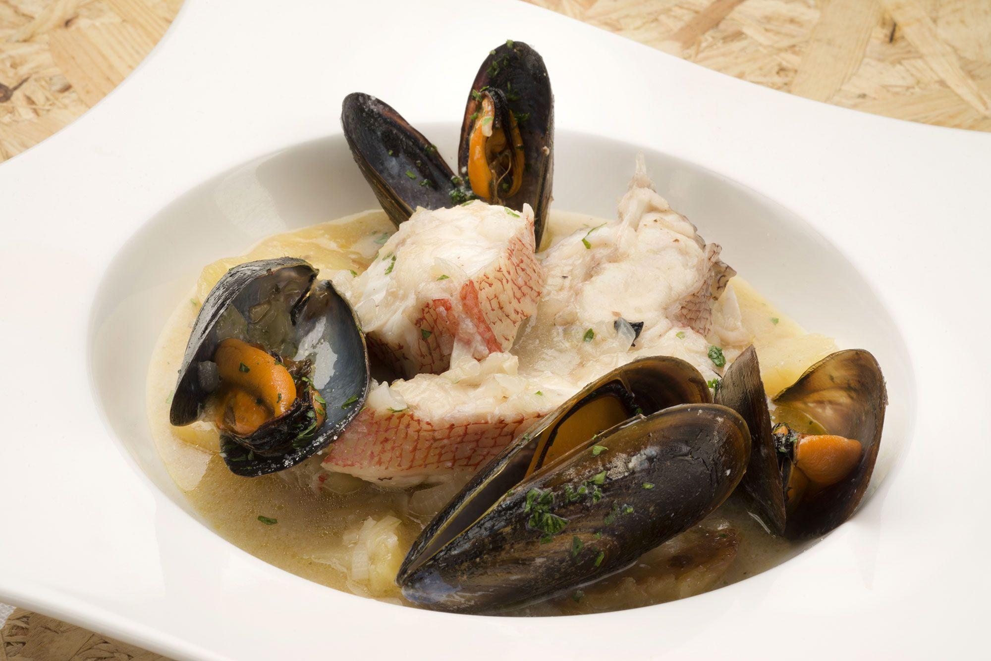https://www.hogarmania.com/cocina/recetas/pescados-mariscos/201801/itsaskabra-patatas-mejillones-38806.html