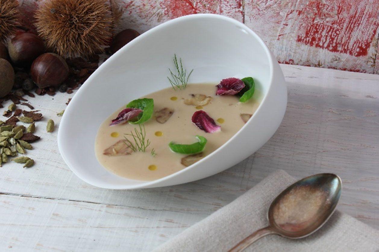 Sopa de Castañas con licor de hierbas al cardamomo