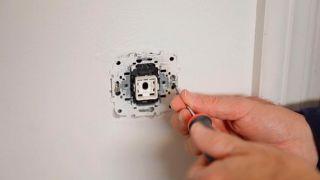 Colocar un interruptor regulador de luz