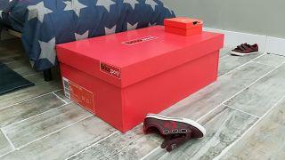 Zapatero con forma de caja de zapatillas