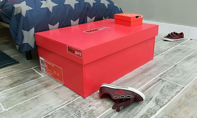 A fondo menos interrumpir  Cómo hacer un zapatero con forma de caja de zapatillas - Bricomanía