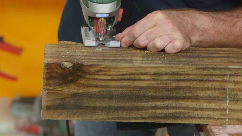 Cómo hacer una mesa de comedor con traviesas de madera - Bricomanía