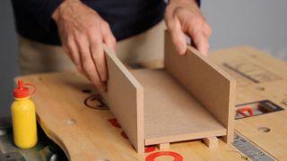 Cómo hacer una mesa para el reposabrazos