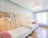 Dormitorio de invitados campestre y acogedor