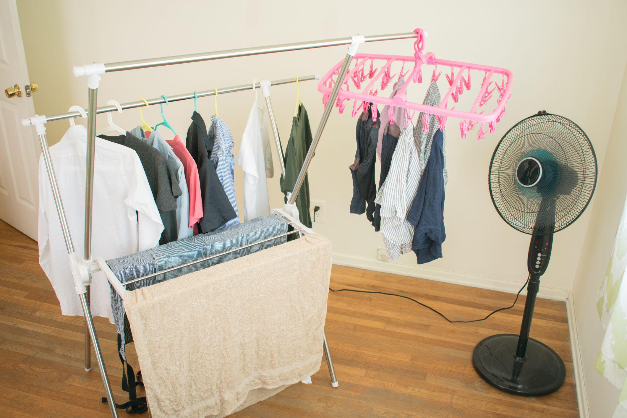 Resultado de imagen para ropa a lado del ventilador