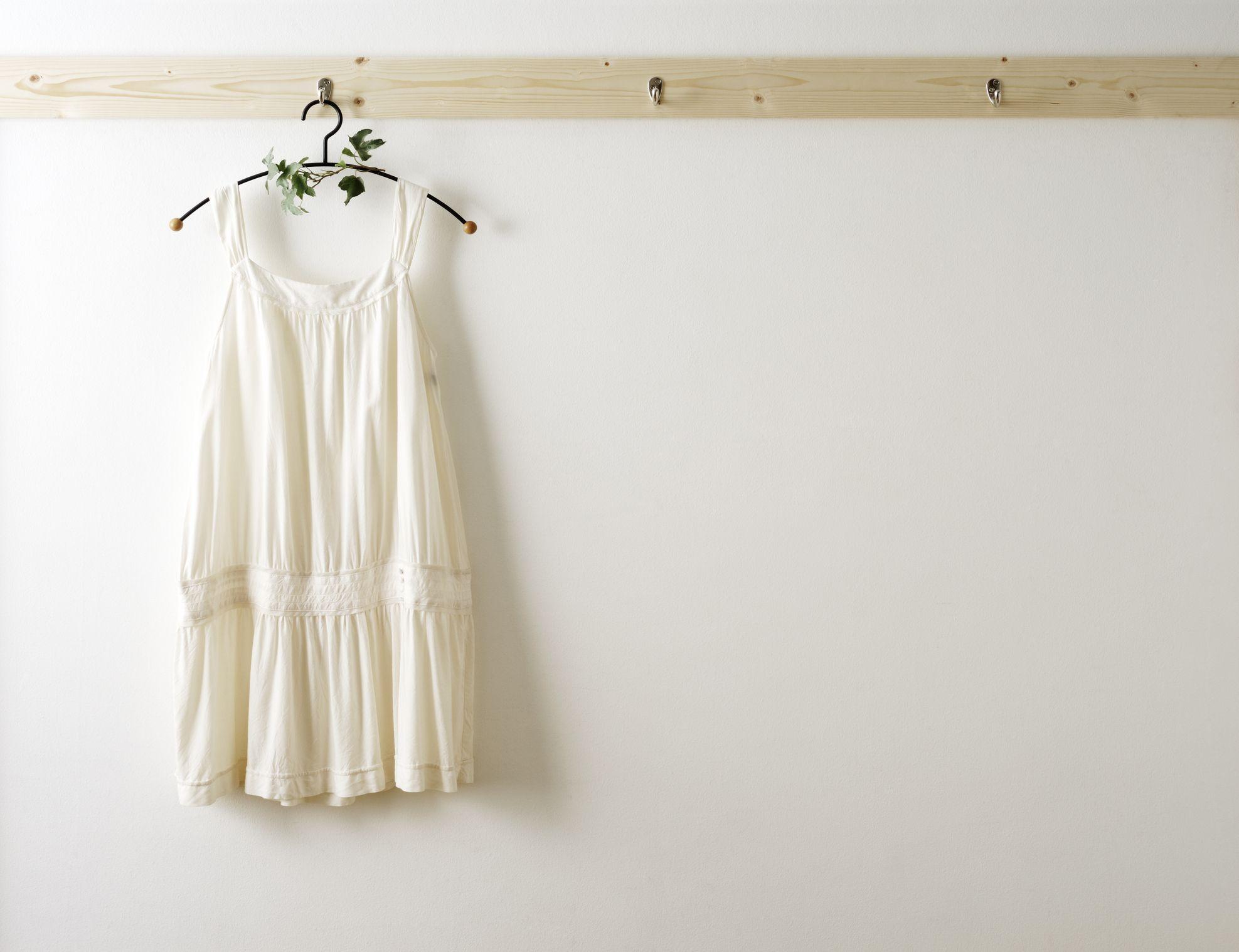 secar ropa en perchas