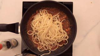 Espaguetis con salsa de tomate y salsa de soja Kikkoman - Paso 7
