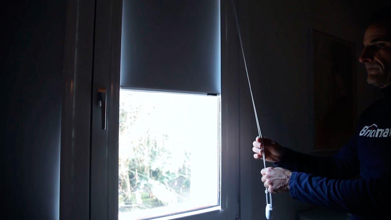 C mo colocar un estor opaco en la ventana paso 1 - Como colocar las cuerdas de un estor ...