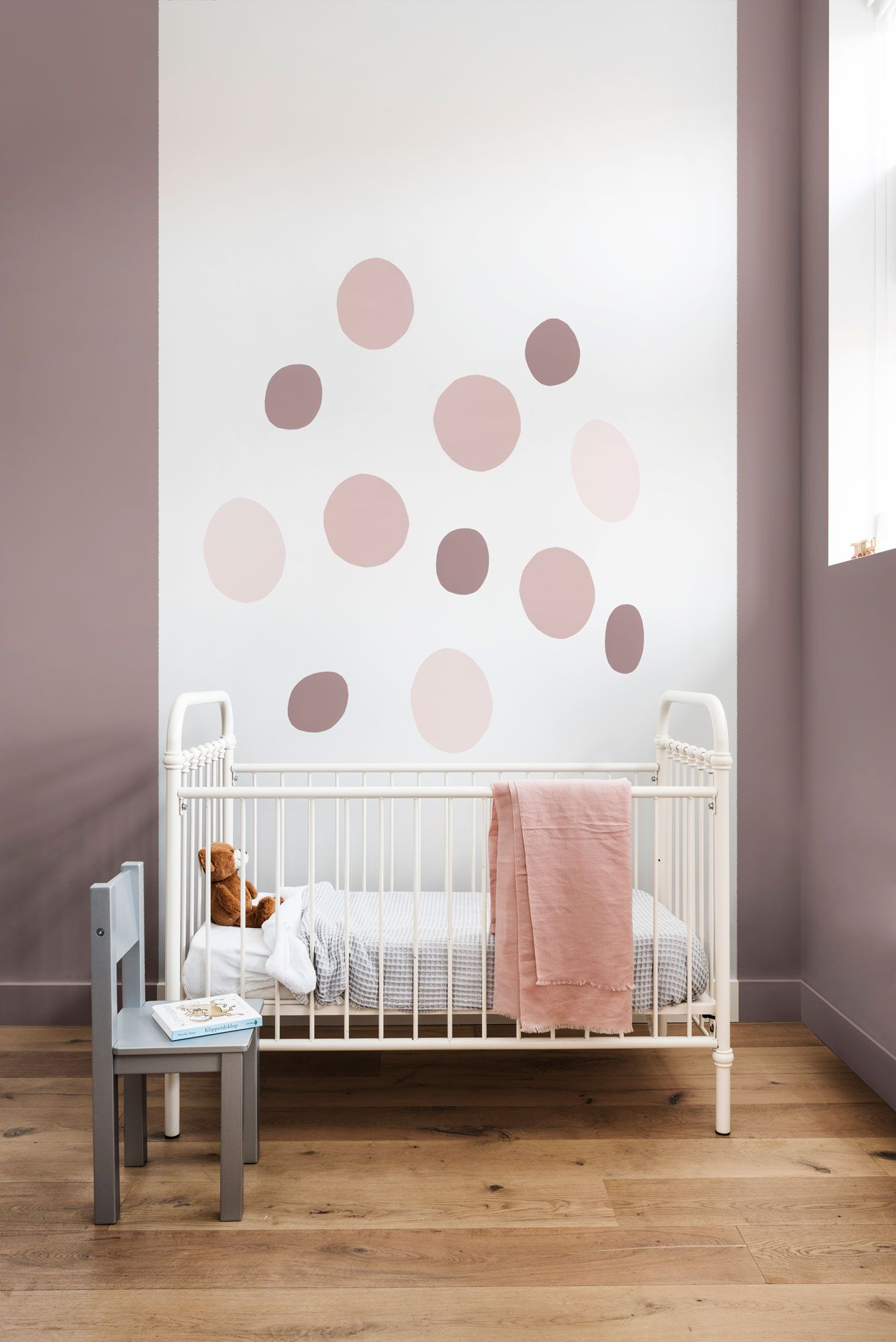 Cómo pintar formas ovaladas en la pared